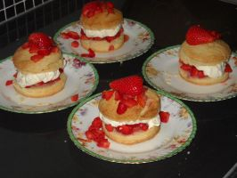 Strawberry Shortcakes by Bisected8
