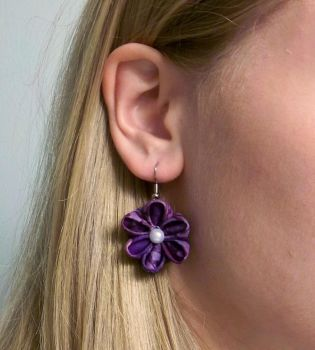 Kanzashi Earrings 2 by squeejie