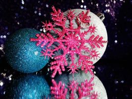 Snowflakes and Glitter by PiNKBellezza