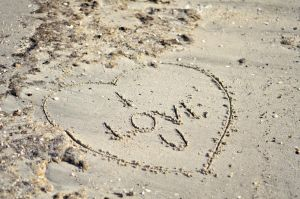 i Love U - Writen in the sand by Izam01