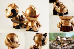 Gold Munny Knight and Raffy Horse by liadys
