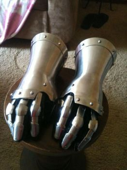 Gauntlets by CheshireAFox