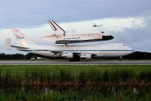 Endeavour and SCA on SLF Runway by OpticaLLightspeed