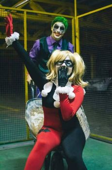 Harley Quinn and Joker Cosplay - DC Comics by OwlkatMe