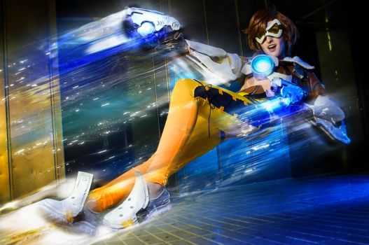 Just in time! - Tracer Overwatch Cosplay by CallOfFateAndDestiny